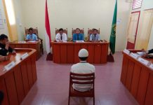 Ms, seorang pelajar SMK mengikuti sidang putusan Majelis Hakim di Pengadilan Negeri Tanjungbalai Karimun belum lama ini