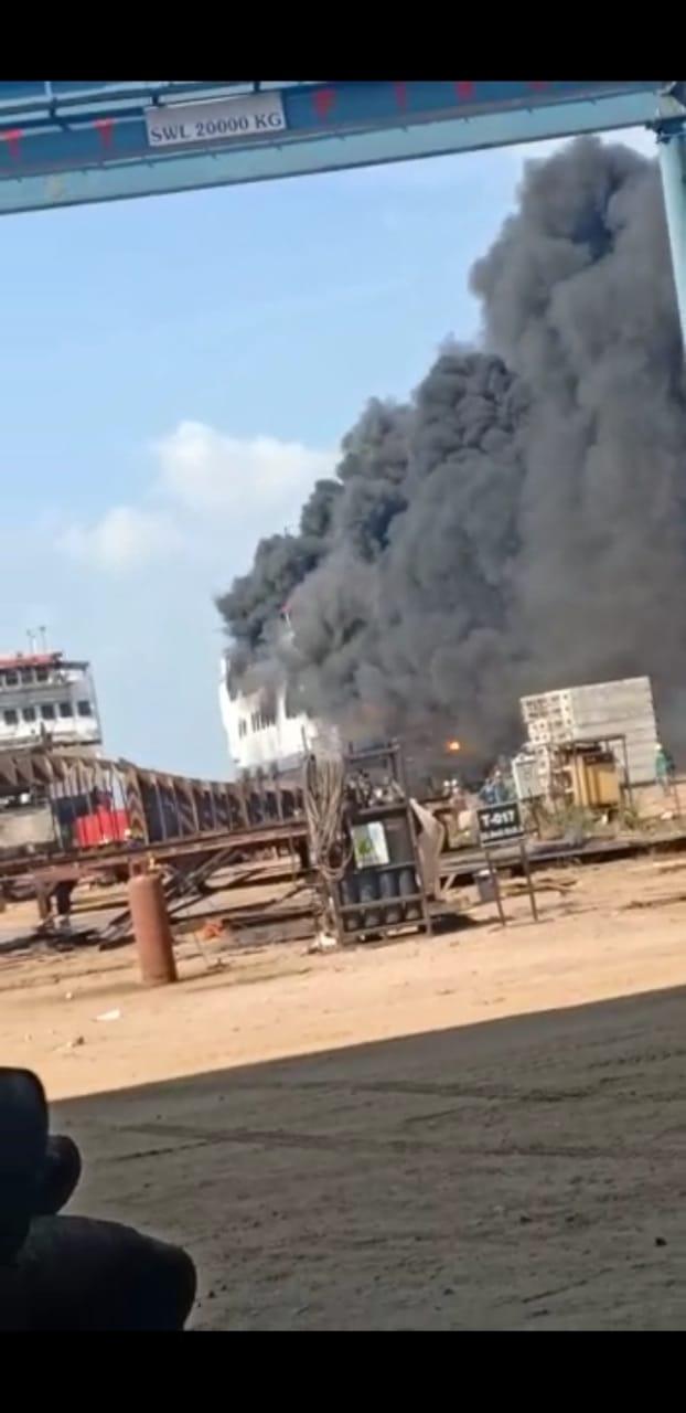 Tangkapan layar kapal yang terbakar di Karimun. (suryakerpri/yahya)