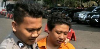 Pablo Benua digiring petugas kepolisian di Polda Metro Jaya, Semanggi, Jakarta Selatan, Kamis (25/7/2019). Foto: kompas.com