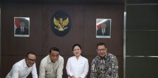 Menko PMK dan para menteri kemudian menandatangani Surat Keputusan Bersama (SKB) tentang Hari Libur Nasional dan Cuti Bersama 2020. (Foto: Kemenkopmk.go.id)