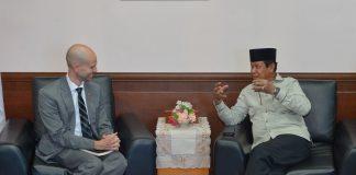 Plt Gubernur Provinsi Kepulauan Riau Isdianto menerima Konsul AS untuk Sumatera Guy Margalith di Graha Kepri, Batam, Jumat (09/08/2019).