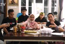 Youtuber Ria Ricis (tengah) mengaku ingin bunuh diri di Channel YouTube Denny Cagur (photo: Denny Cagur TV)