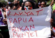Pemuda dan mahasiswa Papua melakukan aksi demonstrasi di sekitar Mabes TNI Angakatan Darat, Jakarta, Kamis (22/8). Foto: Fanny Kusumawardhani/kumparan