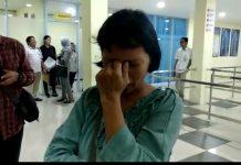 Poniyem saat diperiksa pihak Imigrasi di Pelabuhan SBP Tanjungpinang.