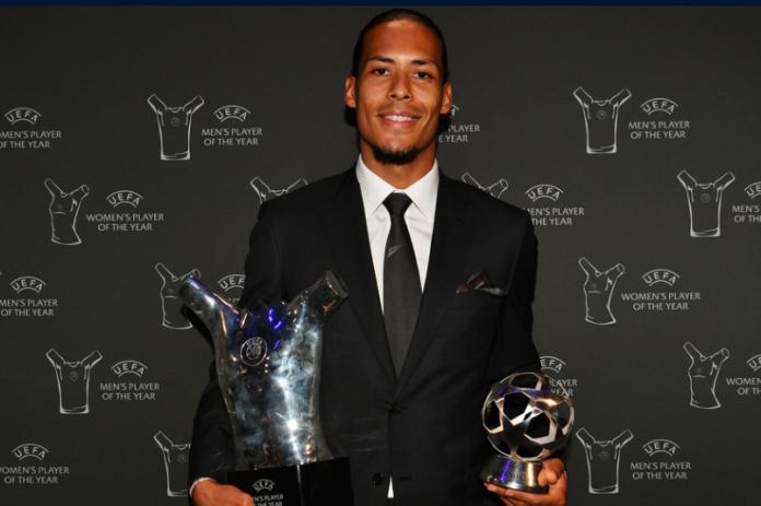Virgil van Dijk meraih dua penghargaan UEFA. Sebagai pemain terbaik dan bek terbaik musim 2018-2019.(UEFA.com)