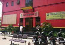 KPK melakukan pemeriksaan 7 orang dari swasta di Mapolresta Barelang, Jumat (23/08/2019). (dio)