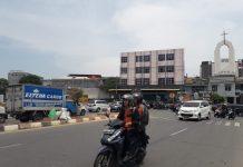 Simpang Bank BTN, di kawasan Pelita, Batam sebelum ada rambu-rambu lalu lintas. Simpang ini menjadi simpul kemacetan baru karena simpul titik temu arus dari berbagai arah. (suryakepri.com/purwoko)