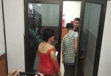 Pengamanan di lingkungan DPRD Kota Batam terpantau sangat ketat. Akses para pengunjung dibatasi dan diperiksa dengan ketat. (suryakepri.com/agung)