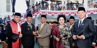Plt Gubernur Kepulauan Riau H. Isdianto menghadiri rapat paripurna pengucapan sumpah/janji anggota DPRD kota Tanjungpinang masa jabatan 2019-2024 di ruang sidang utama kantor DPRD Tanjungpinang, Senggarang, Senin (2/9).