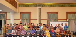 Plt Gubernur Kepulauan Riau H Isdianto menggelar ramah tamah dengan tokoh masyarakat di Gedung Daerah Tanjungpinang, Senin (16/9/2019).