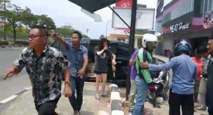 Kecelakaan beruntun terjadi di Batam tepatnya di depan simpang Hotel Sahid Batam Center sekitar pukul 11.00 WIB Hari ini, Kamis (12/09/2019). (Foto : Suryakepri.com/ADL)