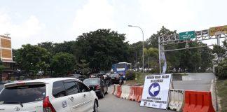 Mulai Kamis (5/09/2019) siang ini terowongan Pelita atau Underpass Pelita, Kota Batam mulai ditutup. Arus kendaraan menumpuk di ujung jalan arah Simpang Jam. (Suryakepri.com/purwoko)