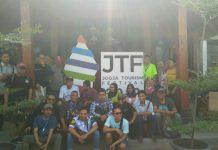 Peserta country road tourism mengikuti aksi jalan bersama menuju puncak Ponggol, Kawasan Wisata Bukit Tompak, Piyungan Bantul, Sabtu (21/09/2019). (Foto: Dokumen Jogja Tourism Festival 2019)