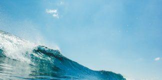 ilustrasi gelombang tinggi (Foto diambil dari: Freepik.com)