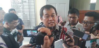 Koordinator MAKI Boyamin Saiman usai menjalani sidang di Pengadilan Negeri Tanjungpinang (Foto: Suryakepri.com/MBA)