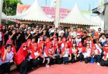 Pendiri Persatuan Pemuda Tempatan (Perpat) Saparudin Muda dan Soerya Respationo bersama dalam sebuah even olahraga di Bengkong Sadai beberapa bulan lalu. (foto/suryakepri.com/dok prk)