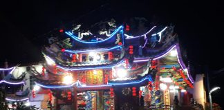 Pernak-pernik dihadirkan, dan aneka kegiatan dirancang untuk membuat acara yang pupuler dengan Moon Cake Festival itu berlangsung semarak. Sebuah kesibukan di Toapekong perumahan Marina Park, Lubukbaja, Batam. (suryakepri.com/purwoko)