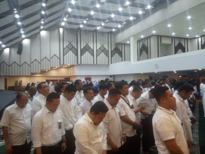 Para pegawai BP Batam gelar doa bersama melepas kepergian Presiden Ke-3 RI, BJ Habibie, Kamis (12/09/2019) siang. (suryakepri.com/dio)