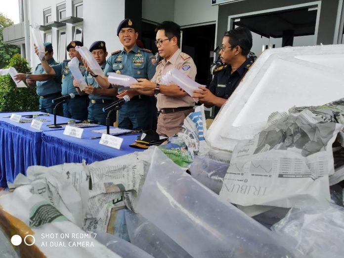 Tim satgas gabungan F1QR Koarmada I yang terdiri dari Guskamla Koarmada I, Lantamal IV dan Lanal Batam, kembali menggagalkan penyeludupan baby lobster dari Batam ke Singapura, Kamis (12/09/2019). Suryakepri.com/adl)