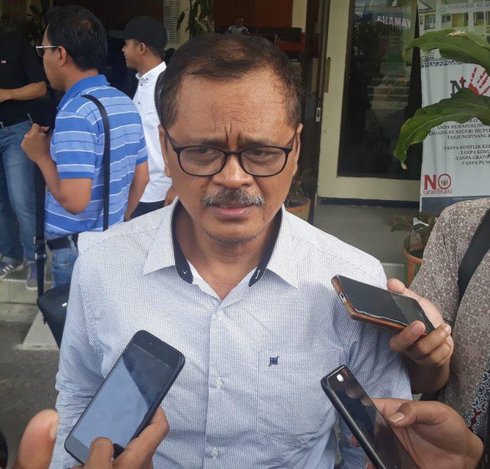 Penasihat Hukum Nurdin Basirun, Andi M Asrun saat ditemui di Pengadilan Negeri Tanjungpinang. (MBA