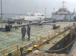 Kapal pengangkut minyak Permata Success 5001 yang ditangkap Bakamla RI pada 24 September lalu, di perairan Kabil Batam, Kepri. (suryakepri.com/agung)