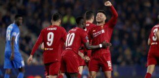 Alex Oxlade-Chamberlain merayakan gol ke gawang Genk (Getty via Metro)