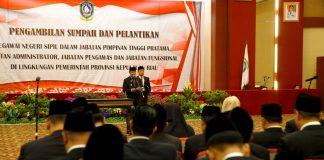 Plt Gubernur Kepulauan Riau saat melantik 253 pejabat tinggi pratama, administrator, pengawas dan fungsional di Aula Kantor Gubernur Tanjungpinang, Pulau Dompak, Kamis (24/10/2019).