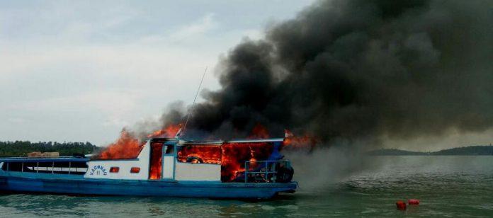 Kapal Kayu berpenumpang SB Kromah 2 terbakar. Foto: Ist