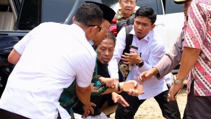 Penikam Wiranto diduga terpapar ISIS.(foto/Detik.com)