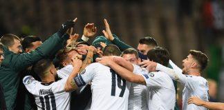 Para pemain Timnas Italia merayakan gol Francesco Acerbi ke gawang Bosnia.(Foto: Twitter)