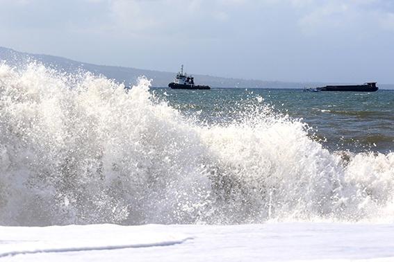 Ilustrasi gelombang tinggi (Sumber: Kemenkominfo)