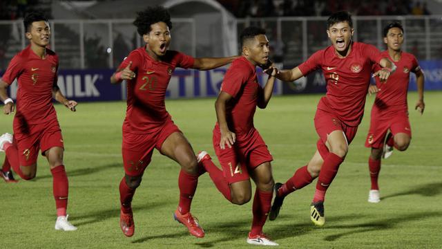 Para pemain Timnas U-19 merayakan gol dalam kemenangan 3-1 atas Timnas U-19 Timor Leste. (Foto: Bola)