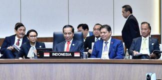 Presiden Jokowi didampingi Menlu Retno dan sejumah menteri di Korea. (Sumber: JPP)
