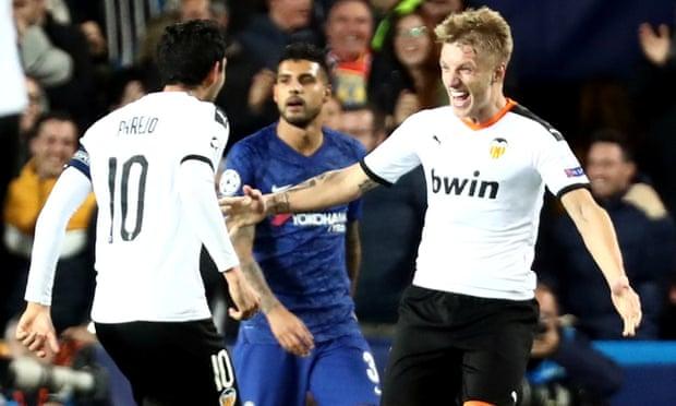 Daniel Wass merayakan gol penyeimbang ke gawang Chelsea (Sumber: Guardian)