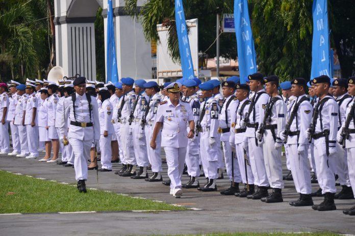 Wakil Komandan (Wadan) Lantamal VIII Kolonel Laut (P) Johanes Djanarko Wibowo memimpin upacara peringatan Hari Armada RI tahun 2019 di Mako Lantamal VIII, Manado (suryakepri.com/istimewa)
