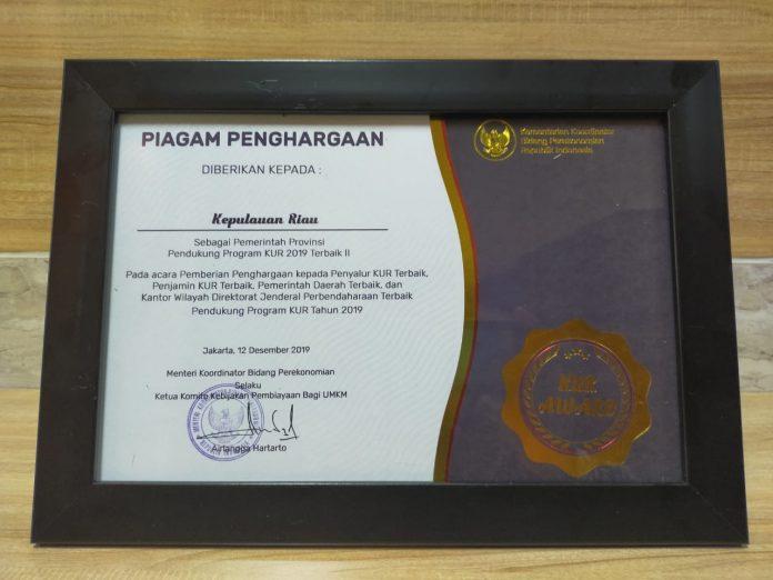 Kepulauan Riau mendapatkan piagam penghargaan sebagai pemerintah provinsi pendukung program KUR 2019 Terbaik II.