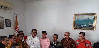 Ketua DPD PDI-P Kepri DR HM Soerya Respationo SH, MH saat di kantor DPD Partai Hanura, di Green Land Batam Centre, Kamis (12/12/2019). (Foto: Suryakepri.com/Purwoko)