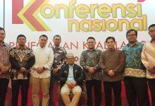 Ketua Bawaslu Kota Tanjungpinang Muhamad zaini (baju coklat), bersama Komisioner Bawaslu Kepri Idris, Tim Ahli Bawaslu RI dan Komisioner Bawaslu Se-Kepri saat acara Rakornas IKP di Hotel Grand Sahid Jaya, Jakarta, baru-baru ini. (istimewa)