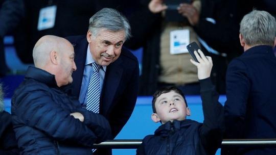 manajer baru Everton Carlo Ancelotti menyaksikan laga ini dari tribun penonton (premierleague.com)