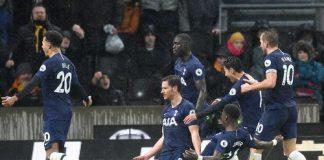 Para pemain Tottenham merayakan gol telat Vertonghen yang memberikan kemenangan 2-1 atas Wolves. (Foto: premierleague.com)