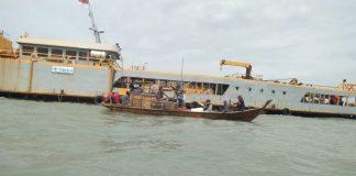 Puluhan nelayan Karimun mendatangi kapal keruk milik PT Timar di tengah laut. (Foto: Suryakepri.com/yahya(