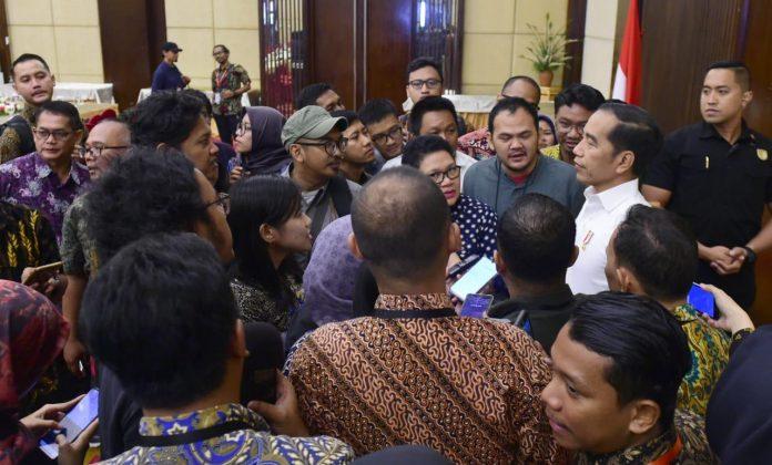 Presiden Jokowi menyampaikan kepada wartawan mengenai kandidat Dewan Pengawas KPK saat di Borneo C Ballroom, Hotel Novotel, Kota Balikpapan, Rabu (18/12/2019).(Foto: Setneg)
