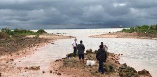 Jasad Bayi Laki-Laki Ditemukan di Tepi Laut Golden City Bengkong, Senin (9/12/2019). Foto: Suryakepri.com/Romi