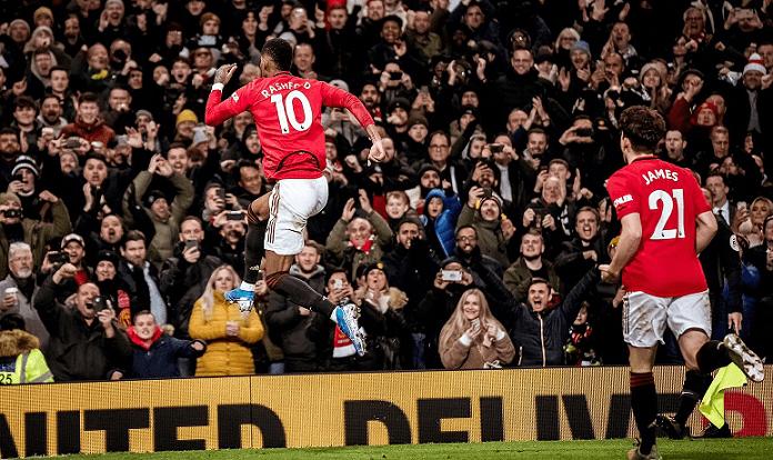 Marcus Rashford melakukan selebrasi usai mencetak gol ke gawang Tottenham Hotspur di Old Trafford. (Foto: Twitter ManUtd)
