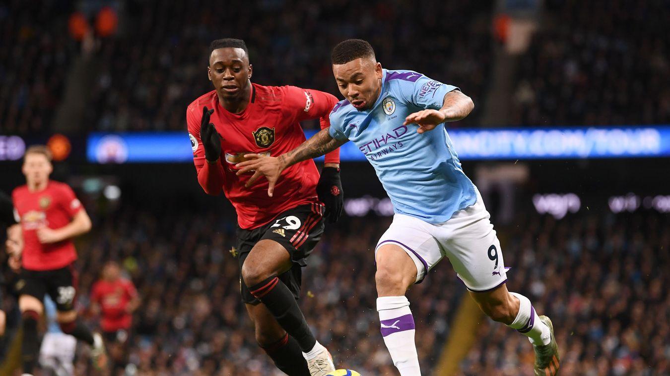 Bek Kanan Manchester United Menempel Ketat Striker