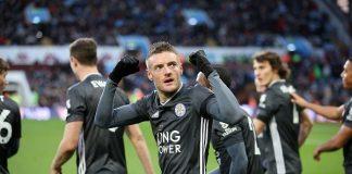 Jamie Vardy merayakan gol ke gwang Aston Villa. Pemain Inggris ini mencetak dua gol dan kini menjadi top skor sementara dengan catatan 16 gol. (Foto: Premierleague.com)