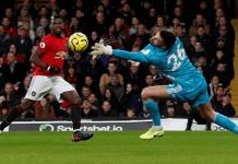 Sebuah upaya Paul Pogba gagal di tangan Ben Foster. (Foto: Premierleague.com)