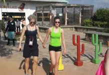 Pengunjung saat berada pintu masuk Taman Safari Lagoi (Foto: Suryakepri.com/MBA)