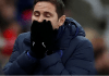 Manajer Chelsea Frank Lampard menutup wajahnya usai ditaklukan 1-0 oleh tuan rumah Newcastle United di St James Park, Sabtu (18/1/2020). (Foto: Premierleague.com)