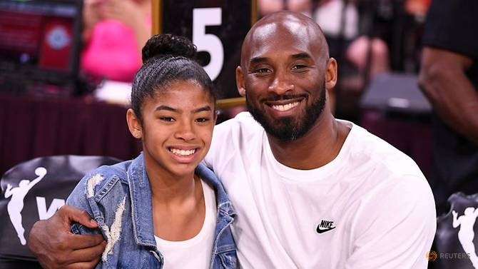 Kobe Bryant dan putrinya, Gianna. Keduanya tewas dalam kecelakaan helikopter di California, Senin (27/1/2020). Foto: Reuters via CNA.